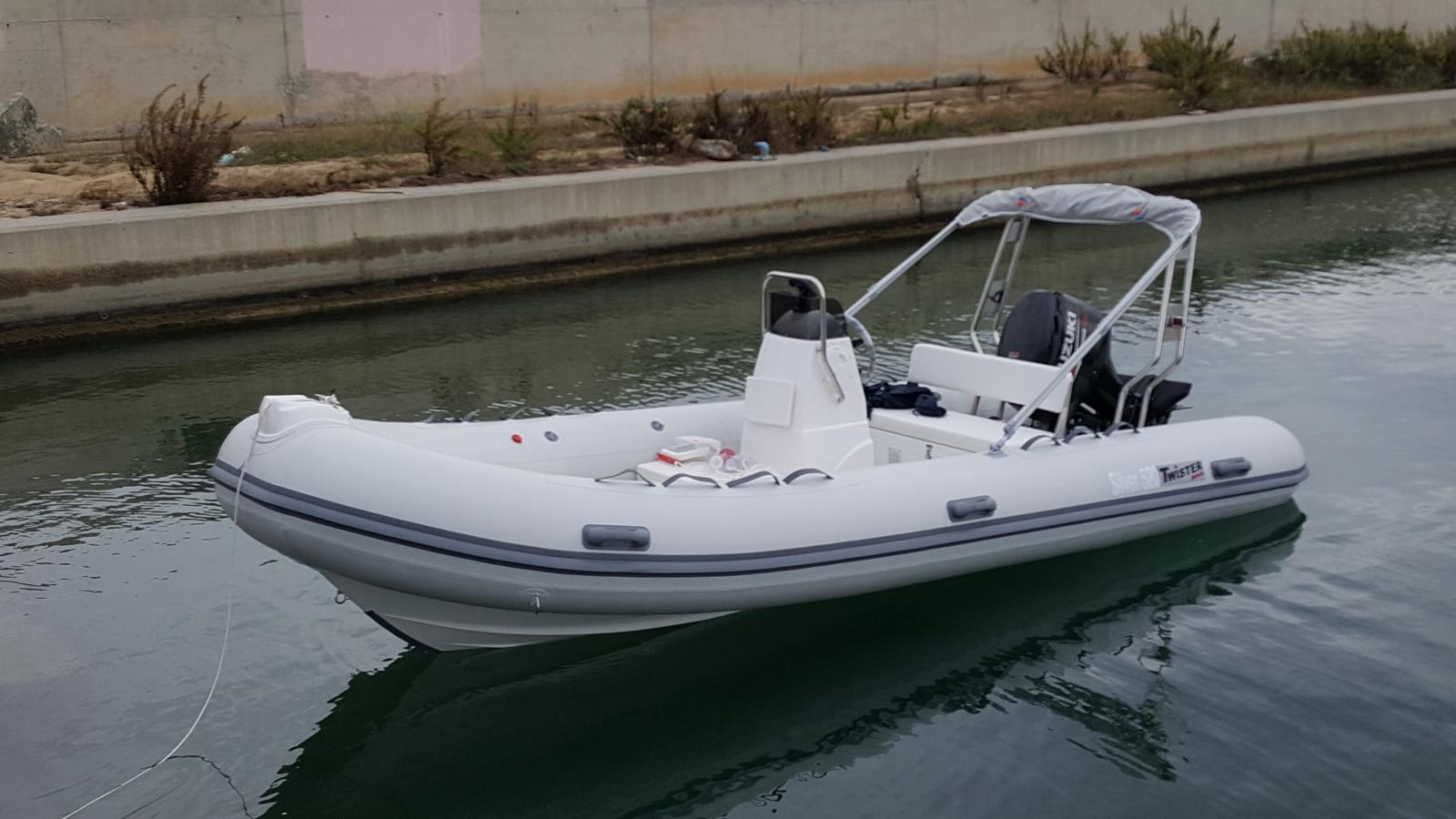 TWISTER BOATS SILVER 520.