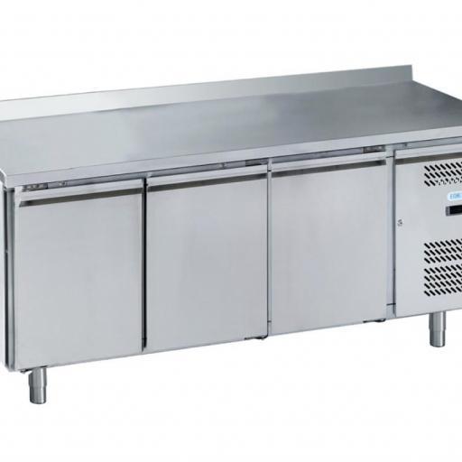 mesa fría de pastelería