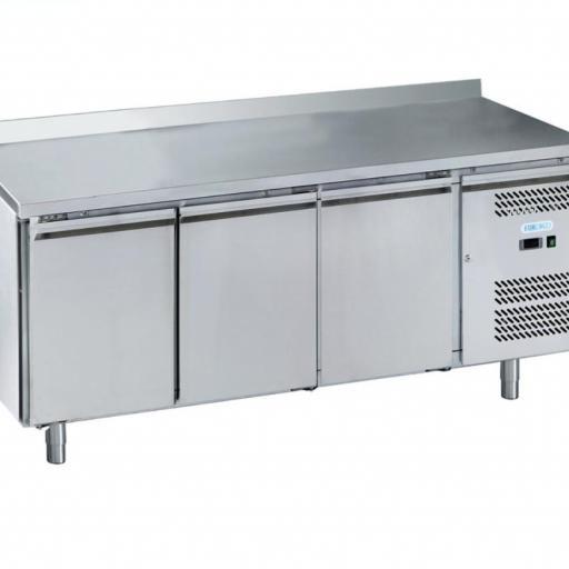 Mesa refrigerada de 3 puertas y 239L Forcold G-SNACK3200TN-FC