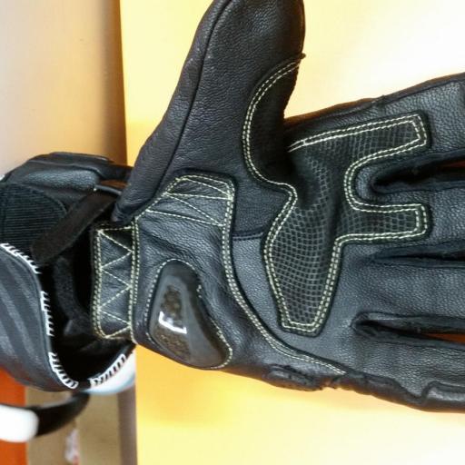 GUANTE DE INVIERNO R 9 Piel Racing con protecciones de carbono. Negro [2]