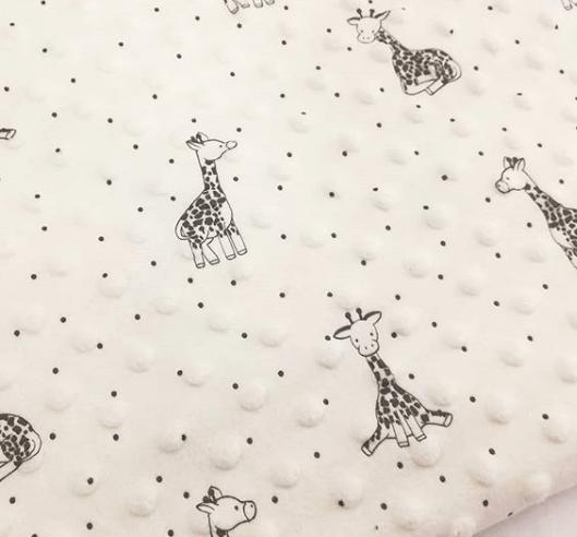 Tela minky infantil estampado de jirafas
