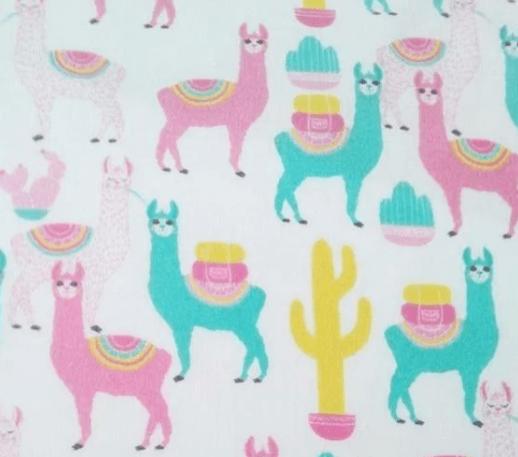 Tela infantil con cactus y llamas
