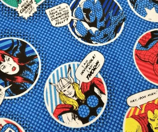 Tela estampada tipo cómic súper héroes fomdo azul