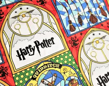 Tela estampada de Harry Potter con motivos de Quidditch