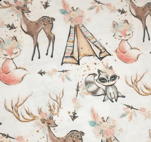 Tela infantil con estampado de ciervos y zorros