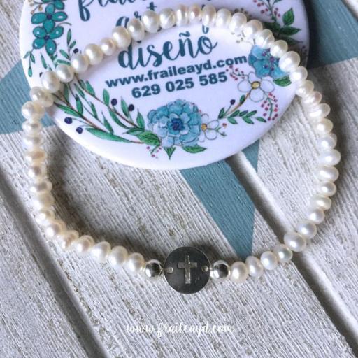 Pulsera perlas y medalla cruz calada plata mini