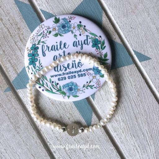Pulsera perlas y medalla cruz calada plata mini [1]