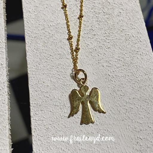 Colgante angelito silueta con cadena bolitas plata chapada oro [1]