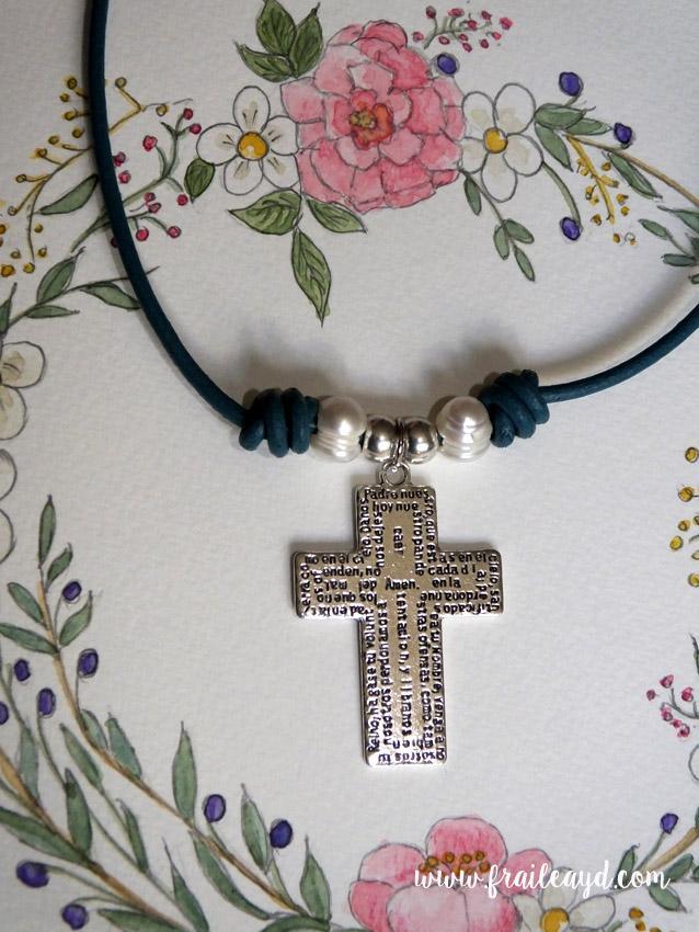 Gargantilla cruz Padrenuestro cuero