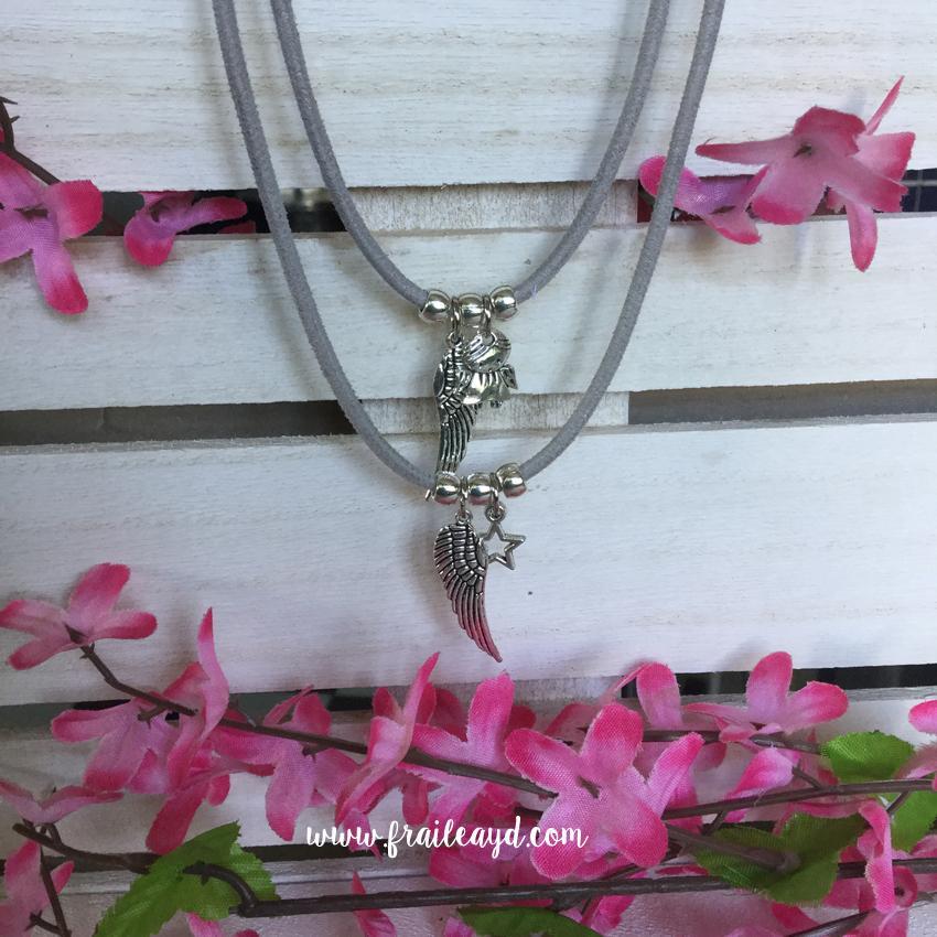 Gargantilla cordón antelina con ala y angelito