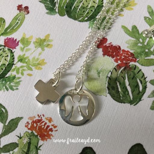 Gargantilla cadena de plata con cruz mini cuadrada [2]