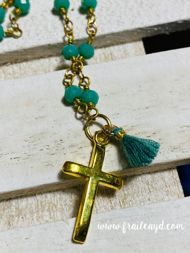Gargantilla Hippie cadena de rosario con cruz y borla