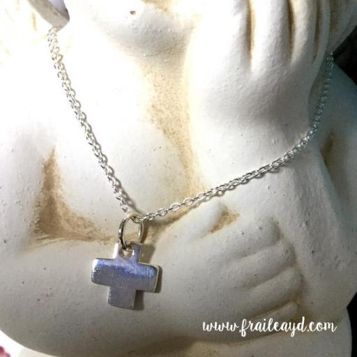 Gargantilla cadena de plata con cruz mini cuadrada [0]