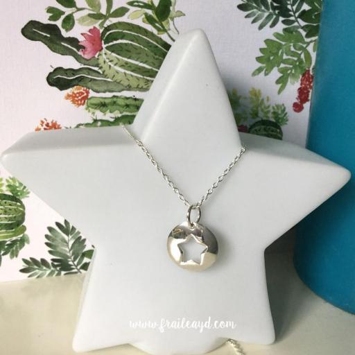 Colgante medalla estrella calada con cadena plata