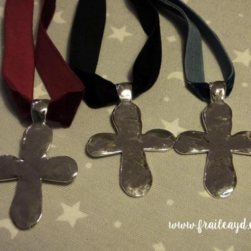 Gargantilla terciopelo elástico ancho gran cruz plateada [2]