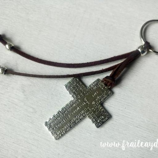 Llavero cruz Padrenuestro con adornos antelina [2]