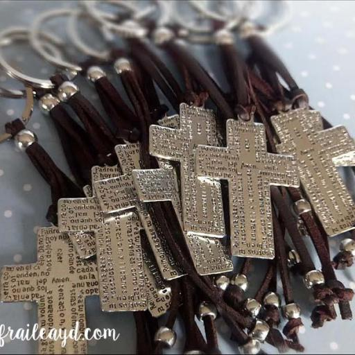 Llavero cruz Padrenuestro con adornos antelina