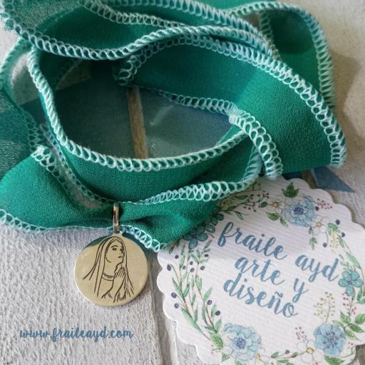 """""""Es la hora del Ángelus"""" medalla Virgen rezando plata"""