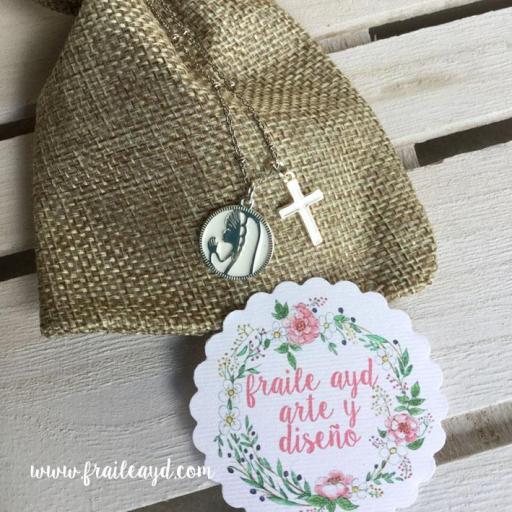 Medalla Virgen Rezando 2 con cruz y cadena plata con bolitas  [1]