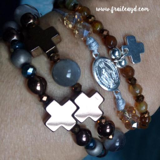 Pulseras cruz y bolas de hematites y piedras [2]