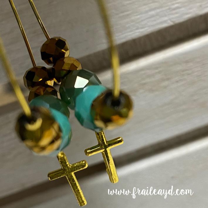 Pendientes Hippie cristal y cruz dorada mini
