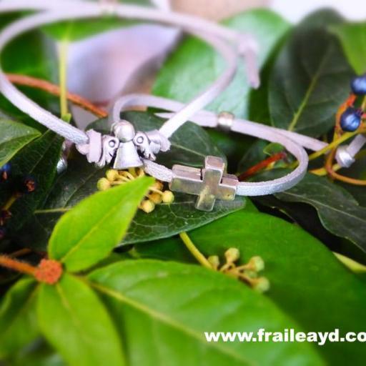 Pulsera antelina plata con cruz pasante [2]