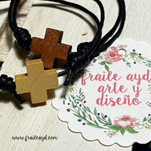Pulsera cruz de madera nudos