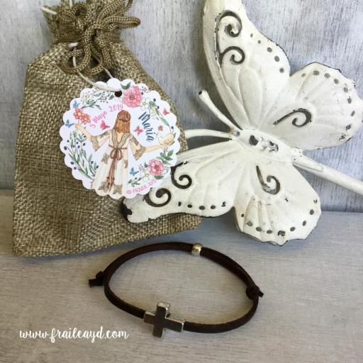 Pack 25 pulseras antelina cruz pasante en bolsa de lino/saco con etiqueta personalizada