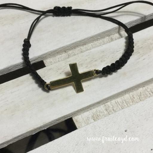Pulsera macramé cruz tumbada plata chapada oro [1]