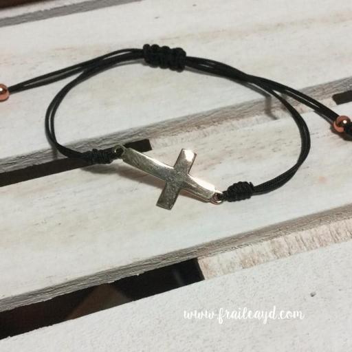 Pulsera macramé cruz tumbada plata chapada oro [2]