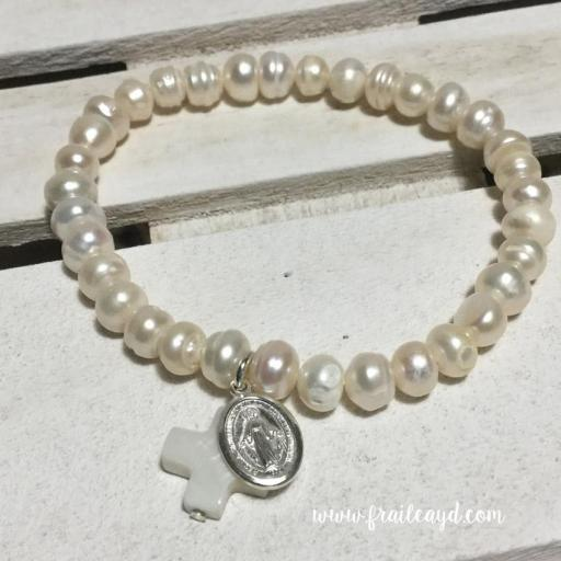 Pulsera perlas con medalla virgen milagrosa plata y cruz de nácar