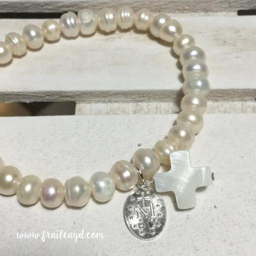 Pulsera perlas con medalla virgen milagrosa plata y cruz de nácar [1]