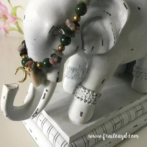 Pulseras de variadas piedras naturales con concha y cuerno de plata chapado en oro boho chic [1]