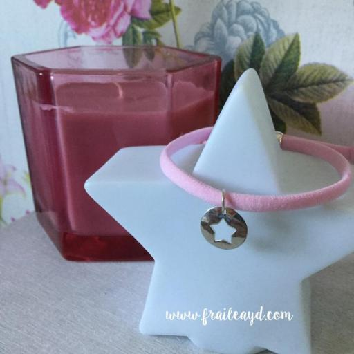 Pulsera de cordón elástico rosa con medalla redonda con estrella calada de plata [1]
