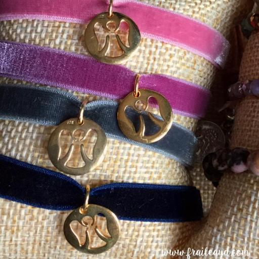 Pulsera terciopelo medalla angelito calado oro [1]