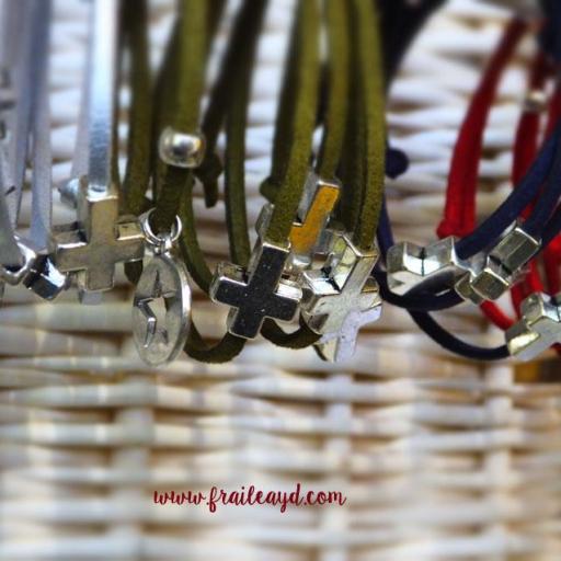 Pack 10 pulseras antelina cruz pasante en bolsa de lino/saco  [2]