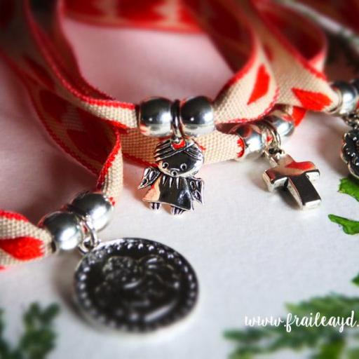 Pulsera cinta corazones rojos con medalla [2]