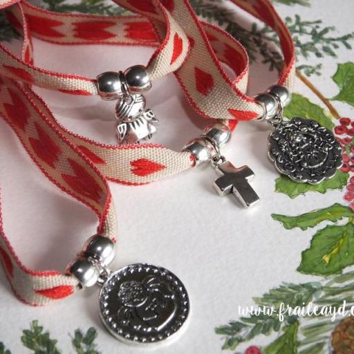Pulsera cinta corazones rojos con medalla [3]