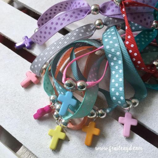Pack 5 pulseras cinta topos con cruz colores