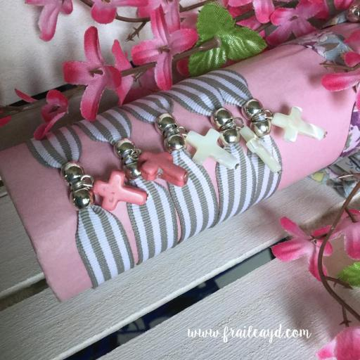 Pulsera cinta rayas grises cruz rosa o nácar