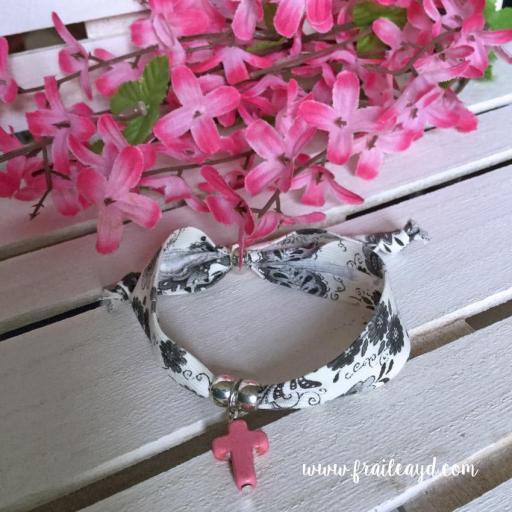 Pulsera cinta flores cruz [1]