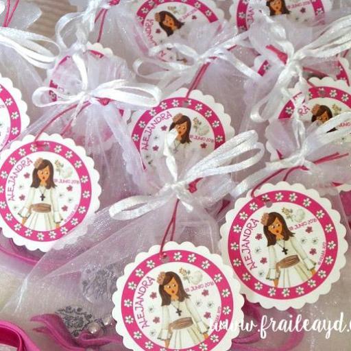 Pack de 25 pulseras Mi Primera Comunión niña en bolsa de gasa con etiqueta personalizada