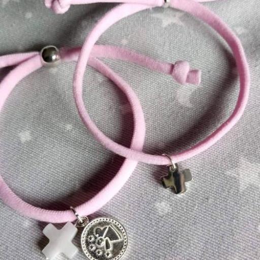 Pulsera de cordón elástico rosa con medalla de angelito por fis plata y cruz de nácar [1]