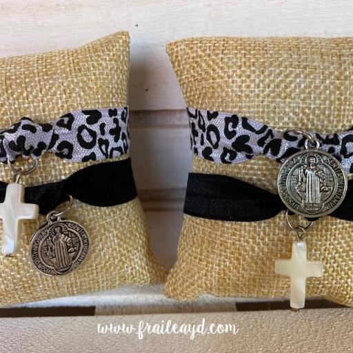 Pack pulseras elásticas San Benito y cruz de nácar [1]
