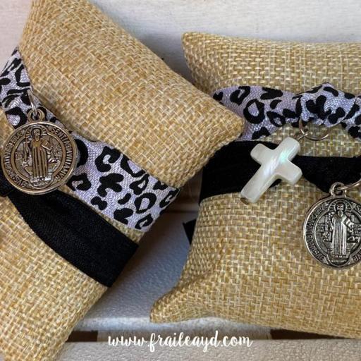 Pack pulseras elásticas San Benito y cruz de nácar