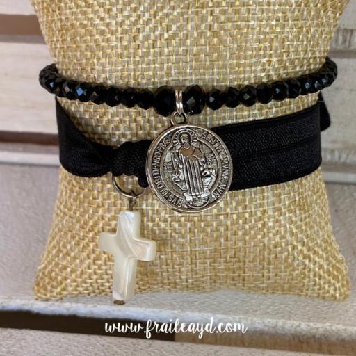 Pack pulseras cristal y elástica San Benito y cruz de nácar [1]