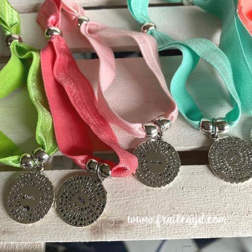 Pack 25 pulseras elásticas medalla Avemaría [2]