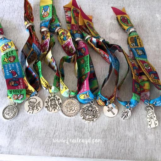 Pack 10 pulseras de oración con medalla en bolsa de lino/saco [3]