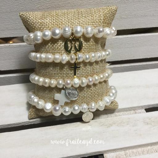Pulsera perlas con medalla virgen milagrosa plata y cruz de nácar [3]