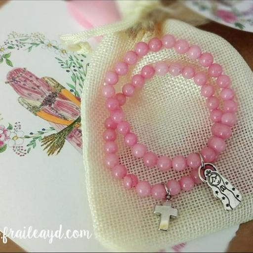 Pulsera bolitas rosas con medalla [2]